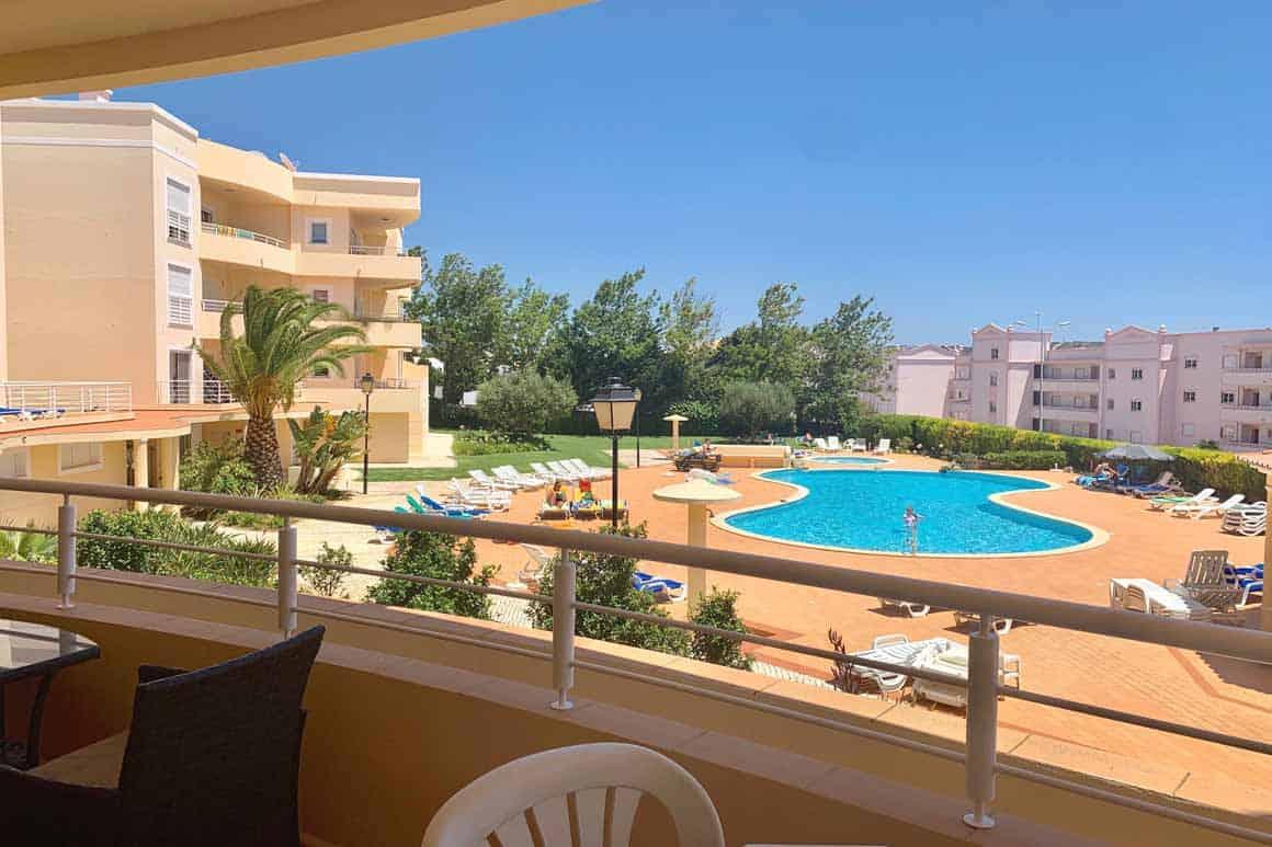 Algarve Villa Rentals Apt BGE Pool View