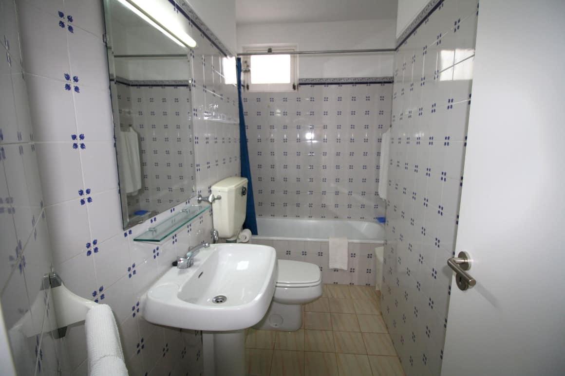 Bay Villa Algarve Rental Family Bathroom
