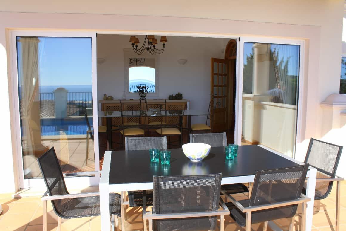 Villa Bonita patio table Luz