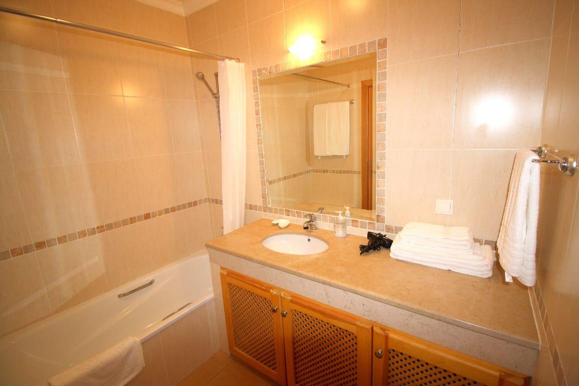 Ac Ap B2F Bathroom Algarve Villas Luz