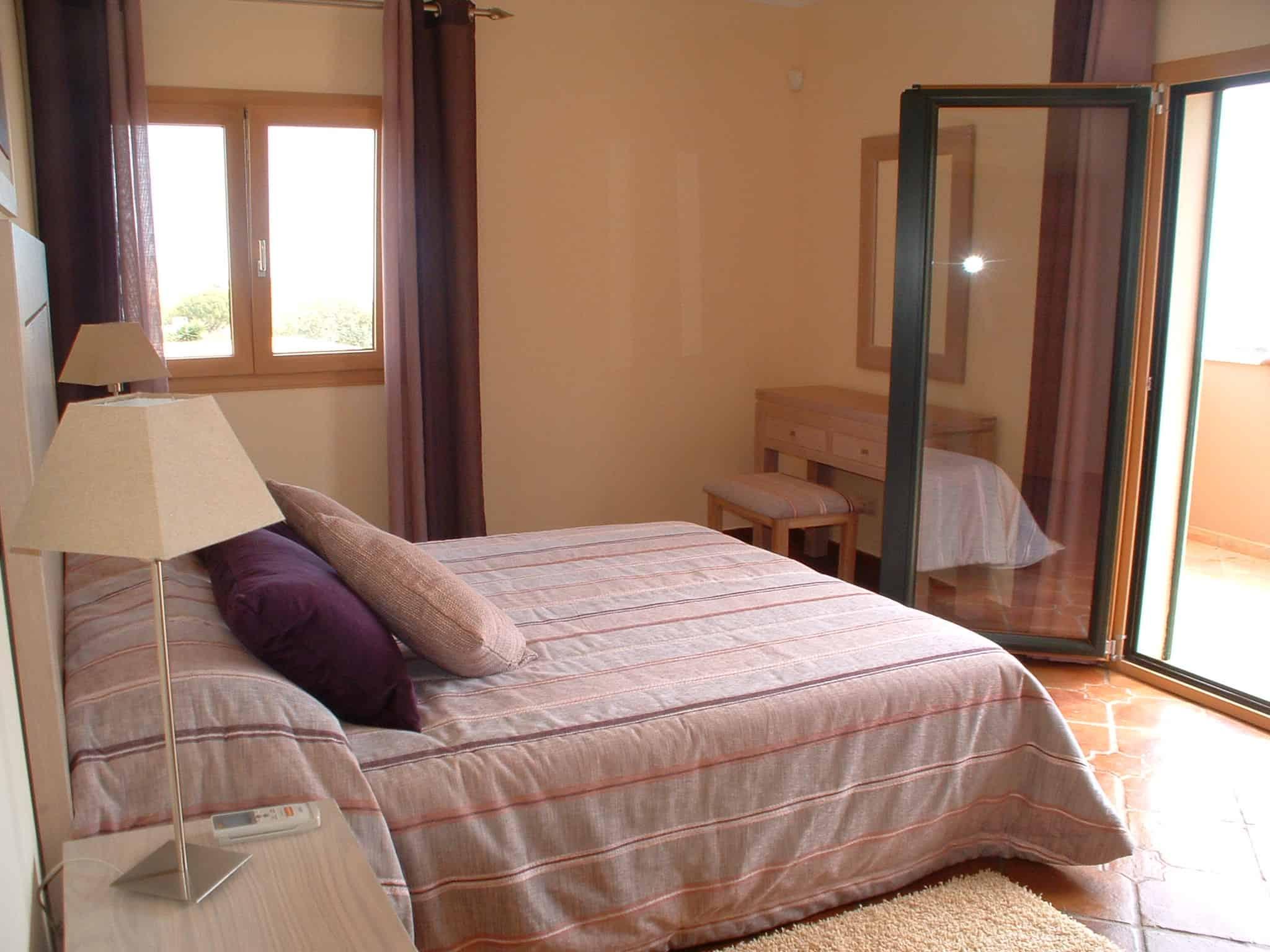 Domus Iberica Burgau Villa Master Bed