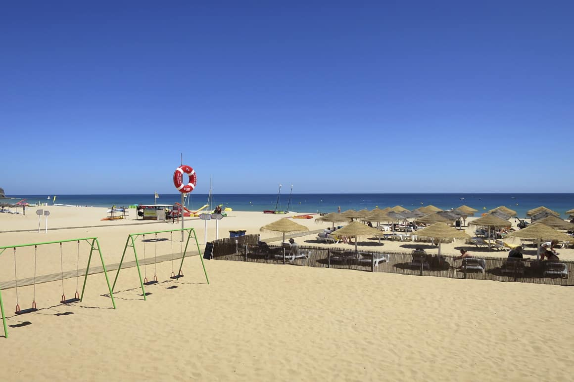 Luz Beach Parasols, Loungers