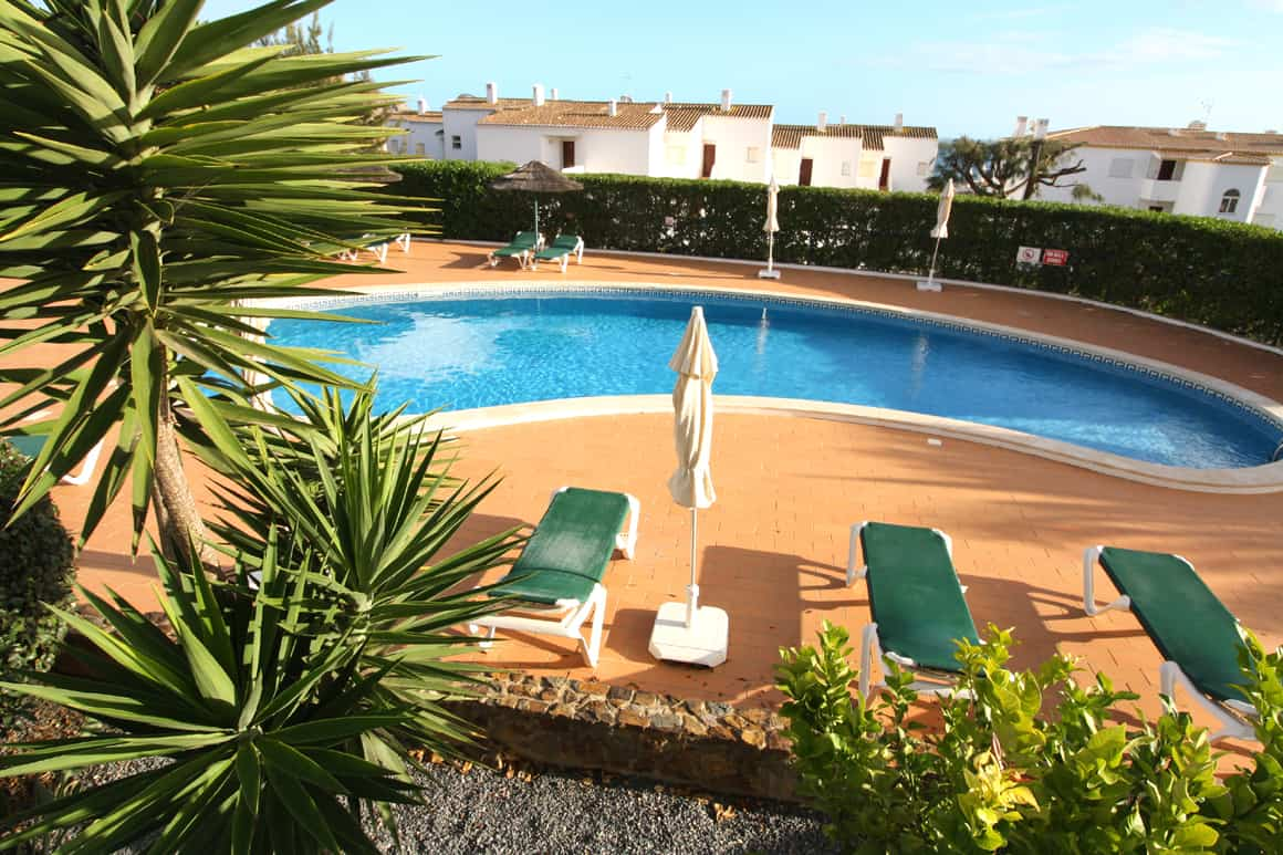Cristaluz Pool Area Algarve Villas Luz